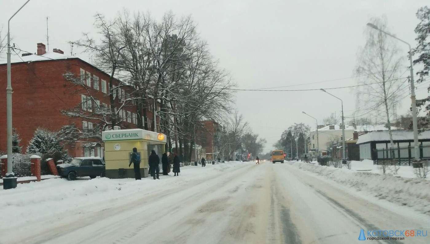 """""""Семерка"""" вылетела на тротуар в ДТП на улице Октябрьская"""