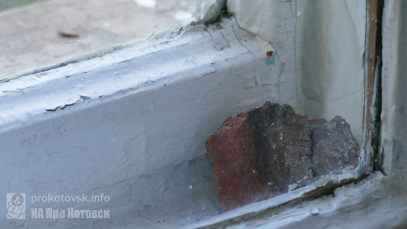 В средней школе, которую пустят под снос, разбили окна