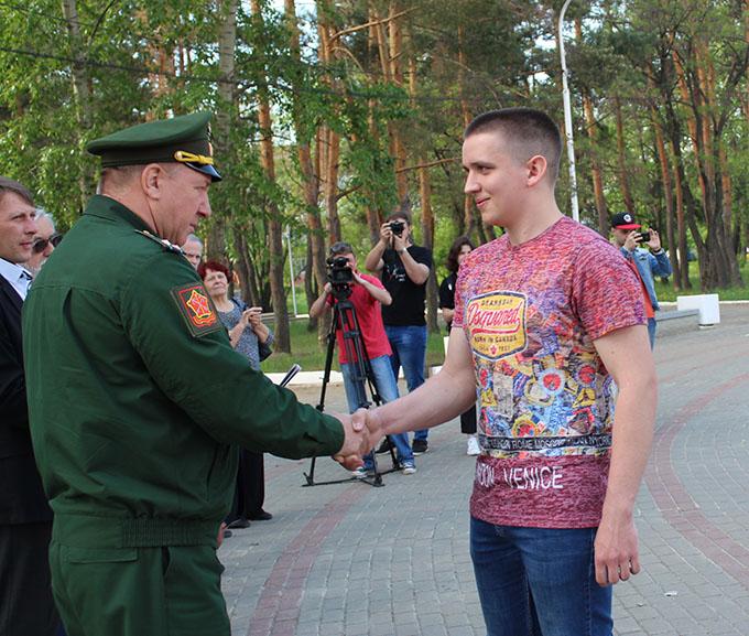 В Котовске проводили в армию новобранцев весеннего призыва