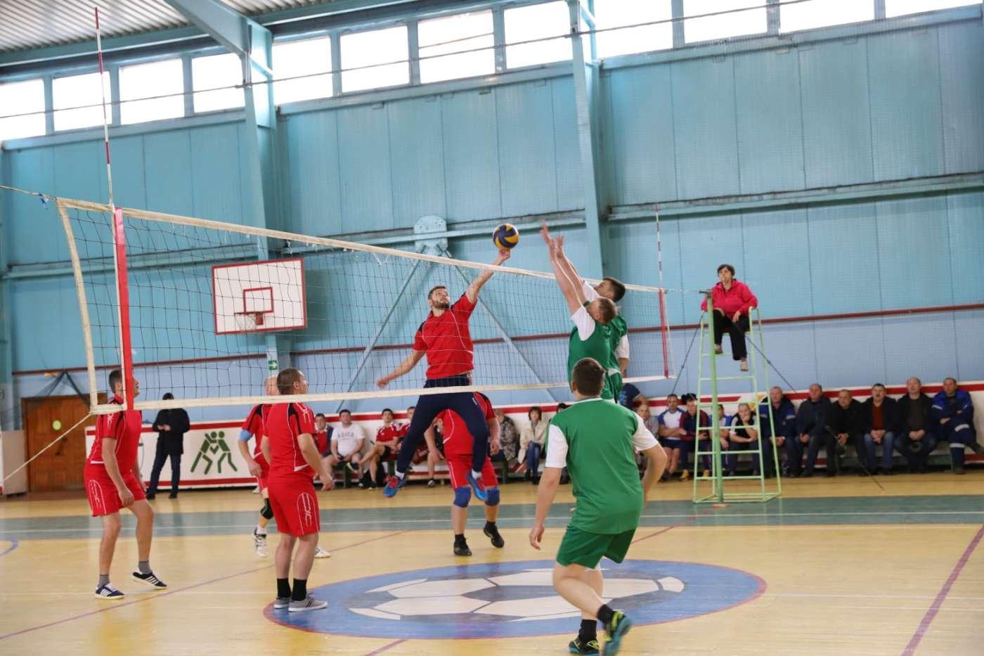 В преддверии Дня энергетика в Котовске прошёл турнир по волейболу