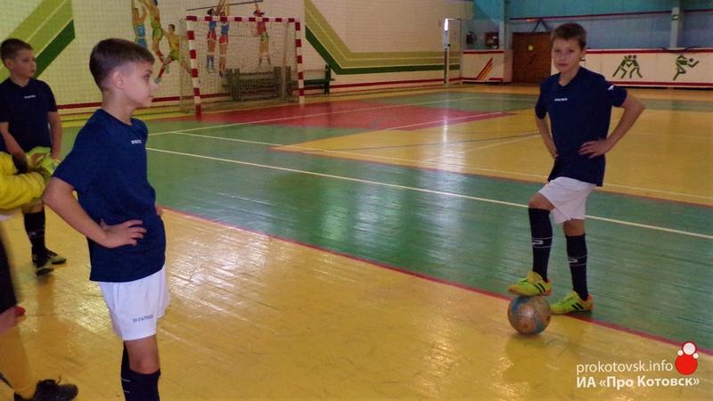 Котовские футболисты выиграли юношеский турнир по мини-футболу