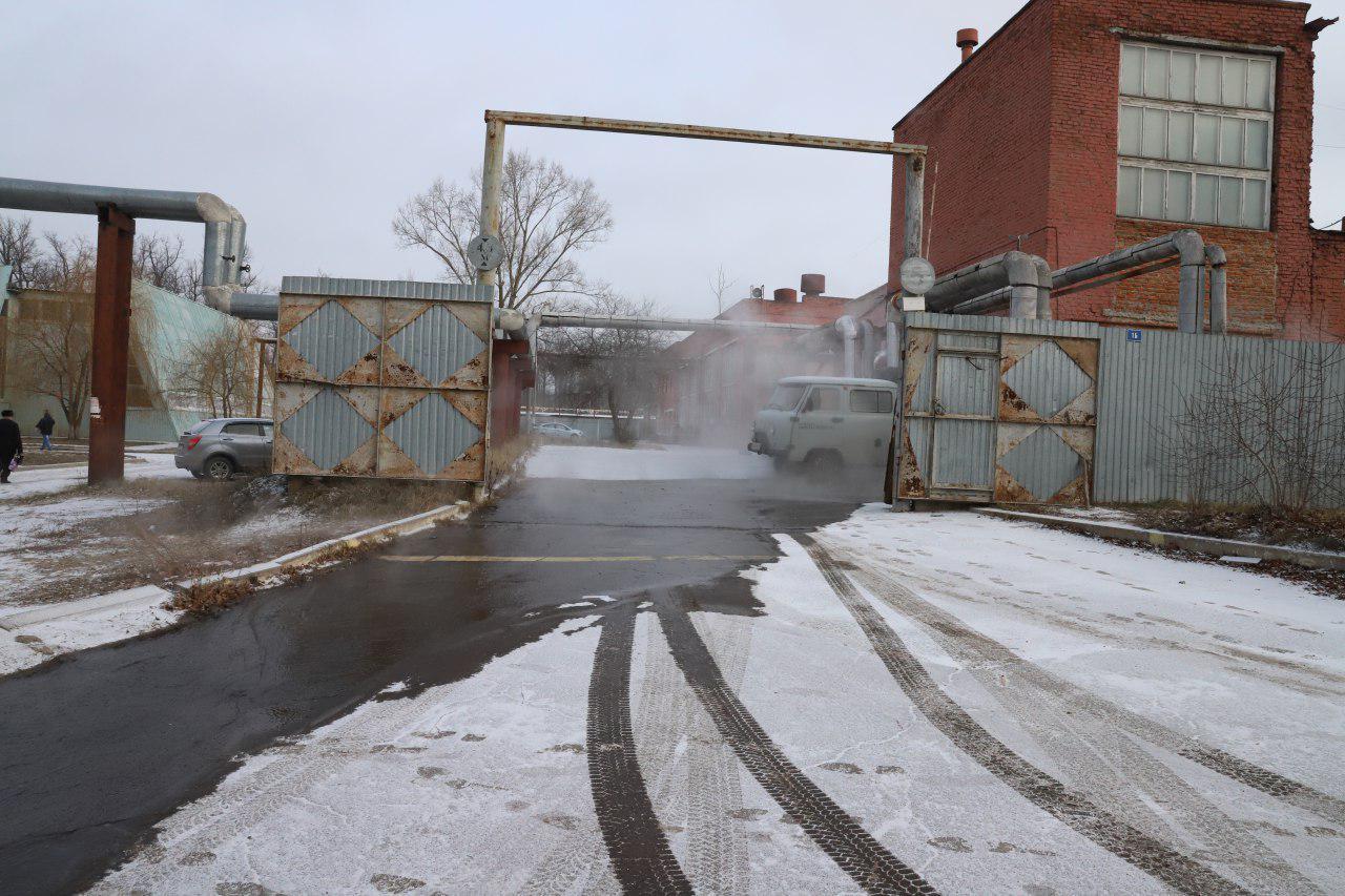 Авария на теплотрассе залила улицу Посконкина
