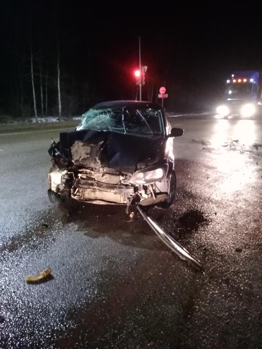 На повороте в Котовск грузовик врезался в легковушку: есть пострадавший