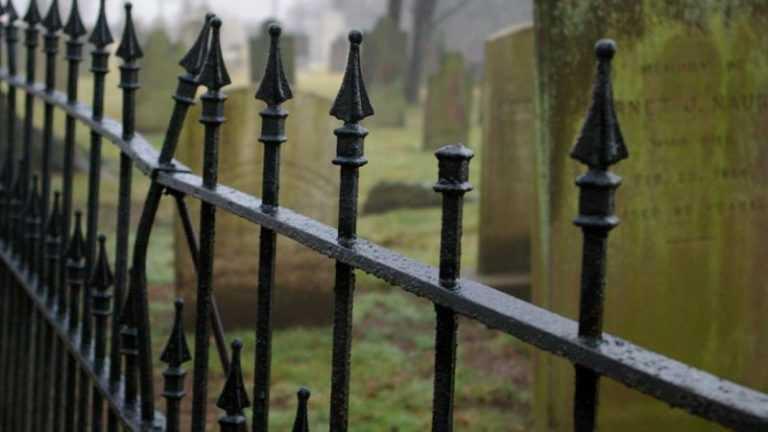 Котовские власти в преддверии Пасхи запретили приходить на городское кладбище