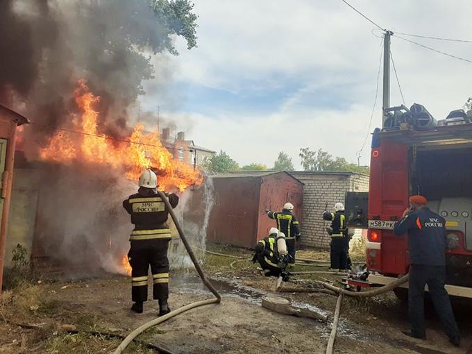 В Котовске огонь уничтожил восемь сараев