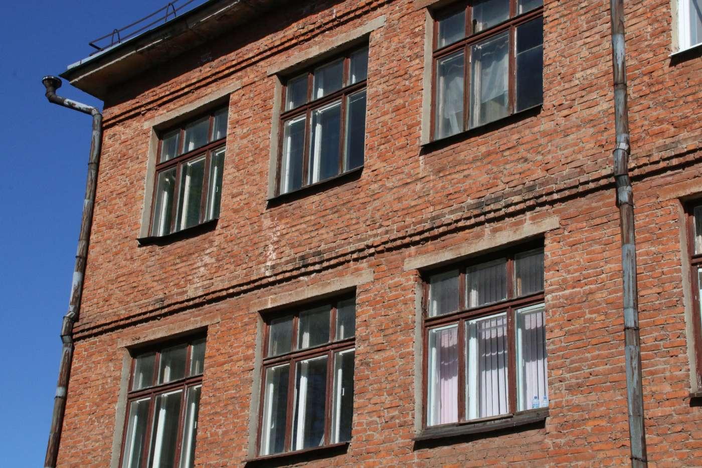 Котовская администрация отсудила миллион рублей у предпринимателя, сносившего здание старой школы
