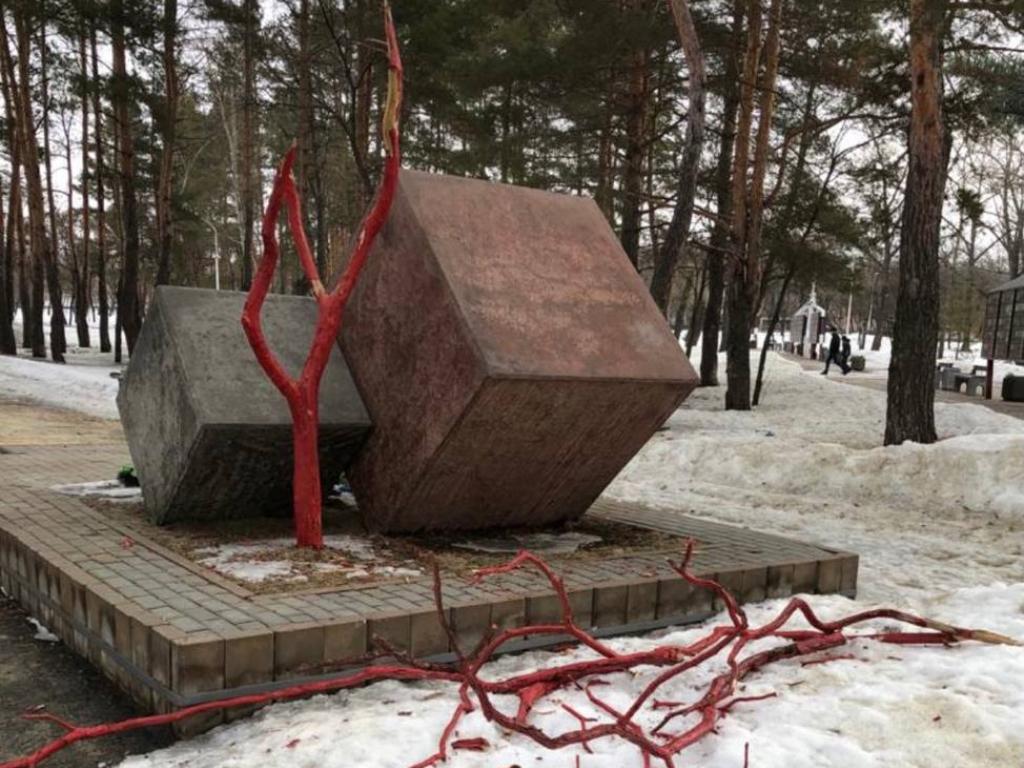 Вандал повредил монумент в котовском Парке воинской славы
