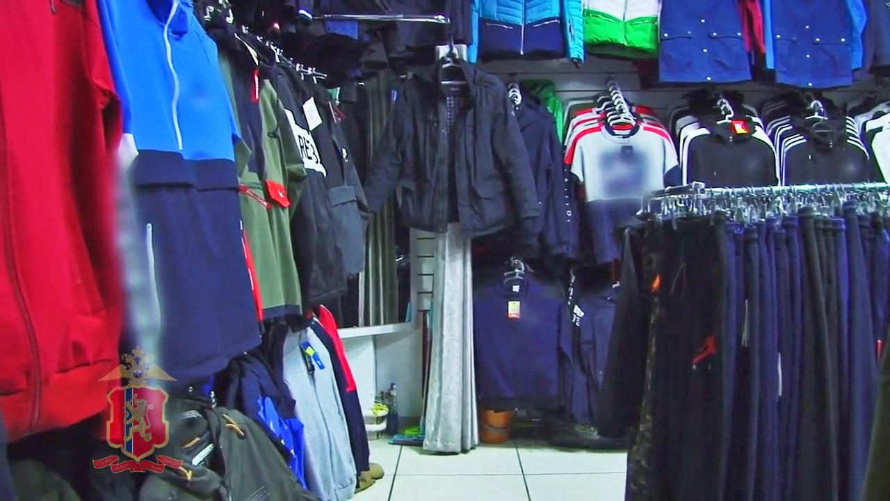 Котовские полицейские изъяли более 200 предметов контрафактной одежды