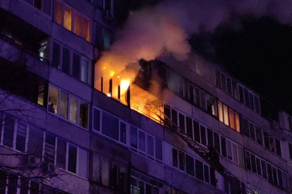 При пожаре в котовской многоэтажке пострадал мужчина