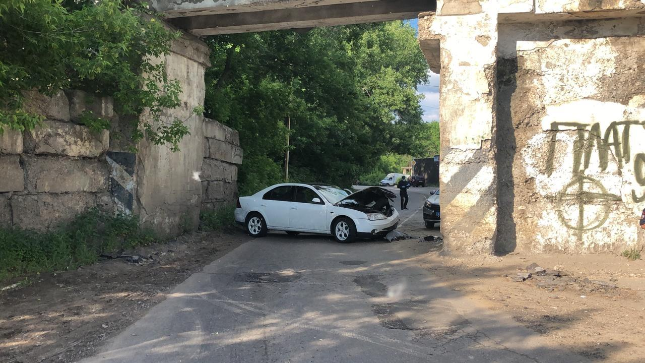 В Котовске «Ford Mondeo» врезался в опору моста