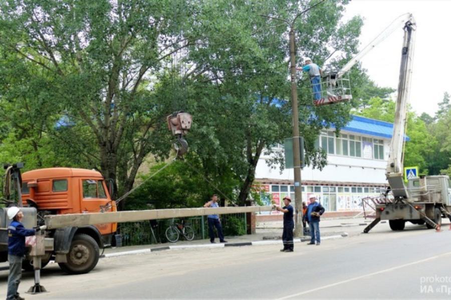 В Котовске поставили новые опоры уличного освещения